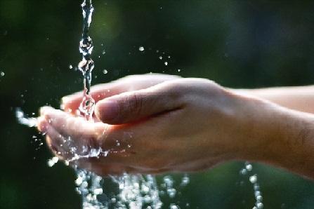 Non una authority ma l'acqua pubblica