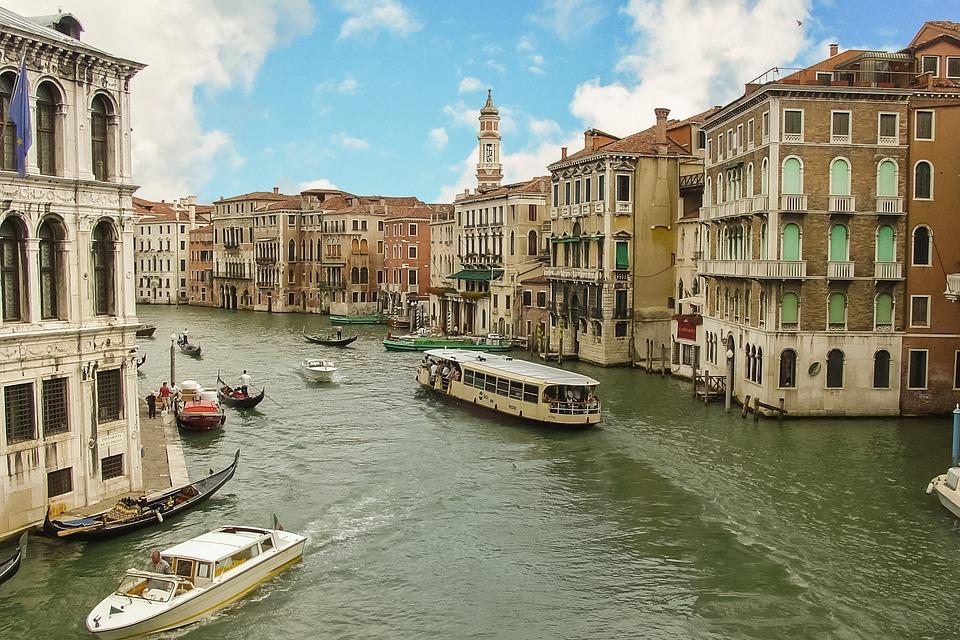Venezia e ticket di accesso: il cuore della città da bene pubblico a bene escludibile